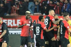 Gazişehir Gaziantep FK'da Goller Defans ve Orta Sahadan